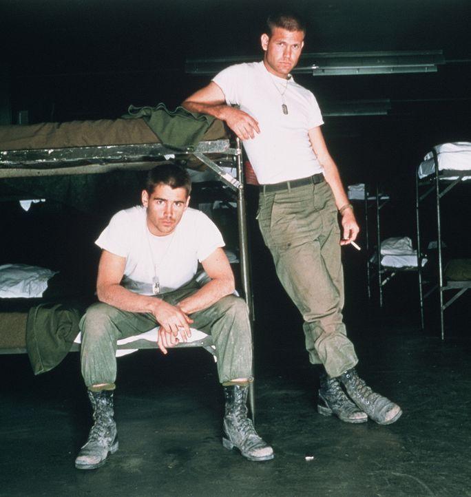 Der sensible Jim (Matthew Davis, l.) erhofft sich vom Krieg einen Kreativ-Kick für seine Schriftstellerkarriere, sein aufmüpfiger Kamerad Bozz (Coli... - Bildquelle: 20th Century Fox Film Corporation