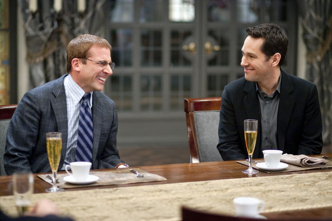 "Kaum beim ""Dinner für Spinner"" angekommen, erkennt Tim (Paul Rudd, r.), dass sein Idiot, Finanzbeamten Barry (Steve Carell, l.), noch irrer ist als... - Bildquelle: Merie Weismiller Wallace 2010 DW Studios LLC. All Rights Reserved."