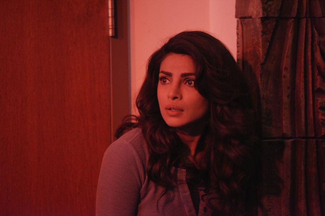 Eine Gruppe Terroristen dringt in Quantico ein. Alex (Priyanka Chopra) und die Rekruten sind in großer Gefahr ... - Bildquelle: Philippe Bosse 2015 ABC Studios