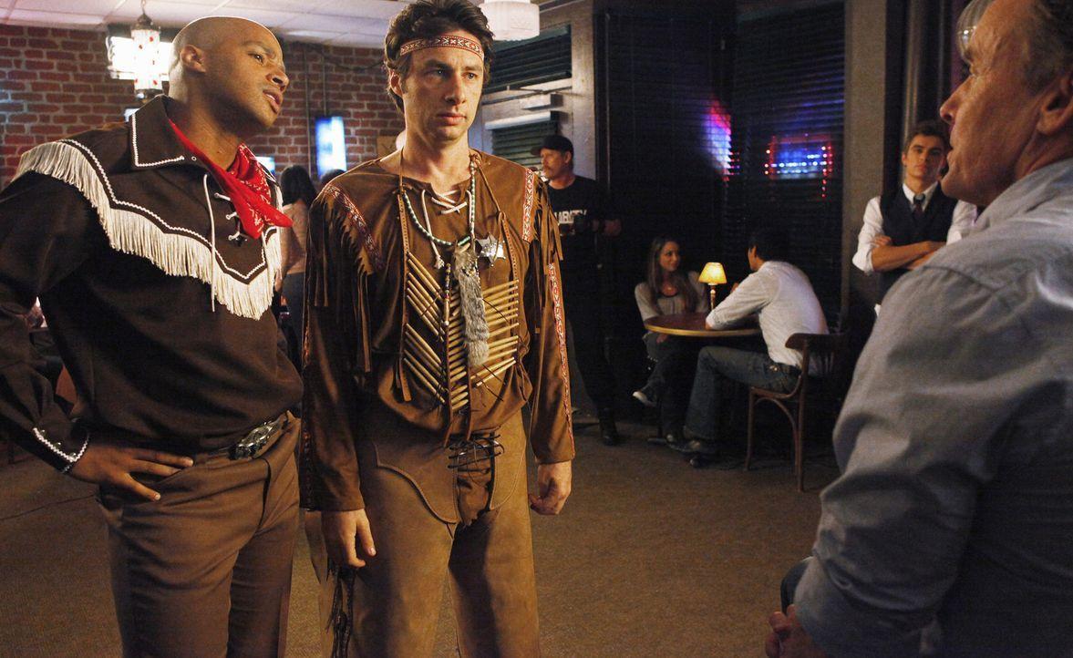Können nicht glauben, dass Dr. Cox (John C. McGingley, r.), ihren Männerabend zu sabotieren versucht: J.D. (Zach Braff, M.) und Turk (Donald Faiso... - Bildquelle: Touchstone Television