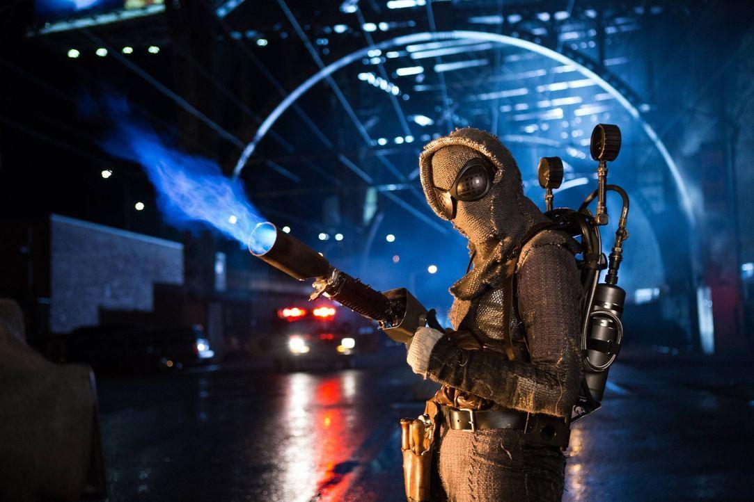 Nach alldem, was ihr geschehen ist, sinnt Bridgit Pike alias Firefly (Michelle Veintimilla) auf Rache ... - Bildquelle: Warner Brothers