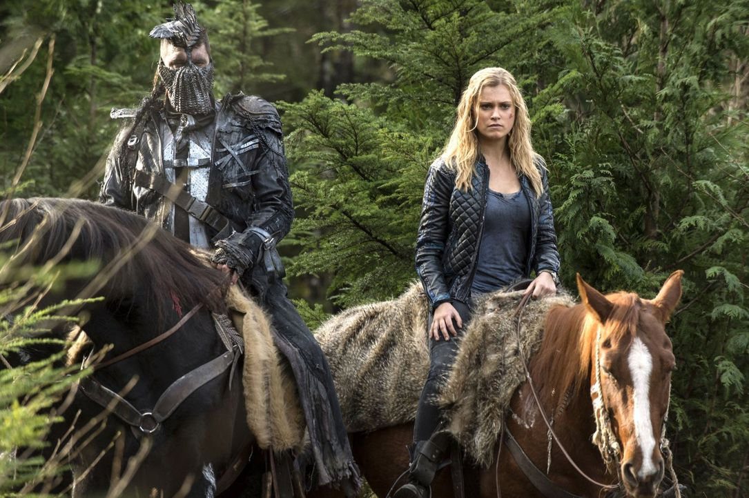 Auch, wenn ihre Mutter im Arc offiziell noch das Sagen hat, lässt sich Clarke (Eliza Taylor, r.) nicht mehr davon abhalten, die Dinge so zu regeln,... - Bildquelle: 2014 Warner Brothers