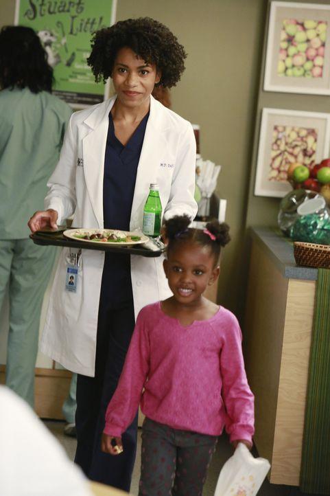 Maggies (Kelly McCreary, l.) Treffen mit der süßen Zola (Jela K. Moore, r.) kippt das Bild, welches sie von Meredith hatte ... - Bildquelle: ABC Studios