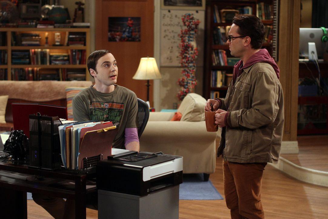 Amy begleitet Sheldon (Jim Parsons, l.) und die Jungs in Stuarts Buchladen, obwohl sie sich für Sheldons Vorliebe für Comics nicht sonderlich bege... - Bildquelle: Warner Bros. Television