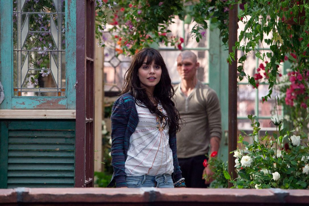 Seine Liebe zu Lindy (Vanessa Hudgens, l.) hilft Kyle (Alex Pettyfer, r.), zu einem anderen Menschen zu werden, aber nur die drei magischen Worte k - Bildquelle: 2011 Concorde Filmverleih GmbH