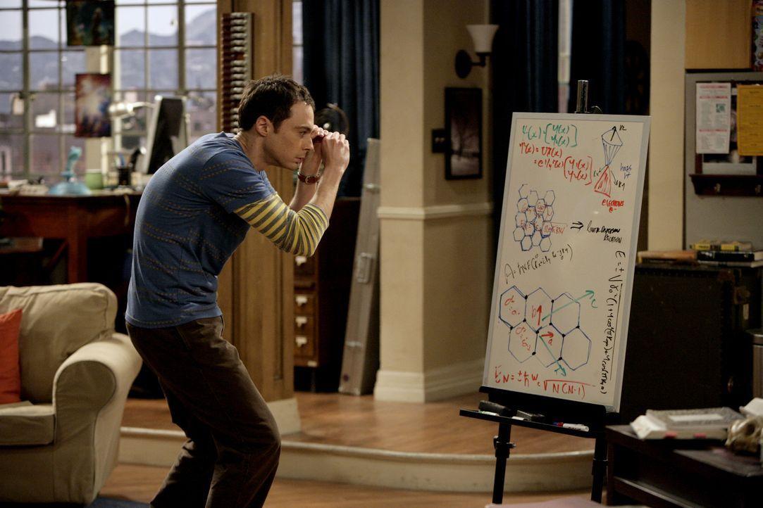 Sheldon (Jim Parsons) will dahinterkommen, warum Elektronen sich beim Durchqueren einer Graphen-Schicht so verhalten, als hätten sie keine Masse. D... - Bildquelle: Warner Bros. Television