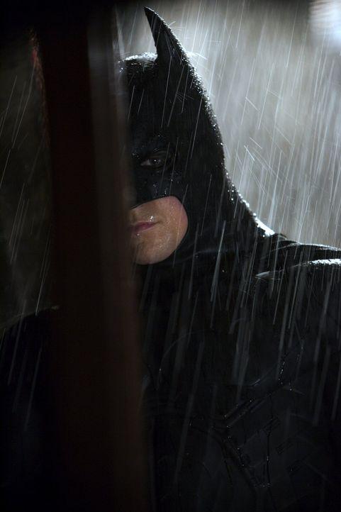 Zu Beginn seiner Karriere als Batman (Christian Bale) muss Bruce noch etliche Niederlagen und Widrigkeiten hinnehmen ... - Bildquelle: 2005 Warner Brothers