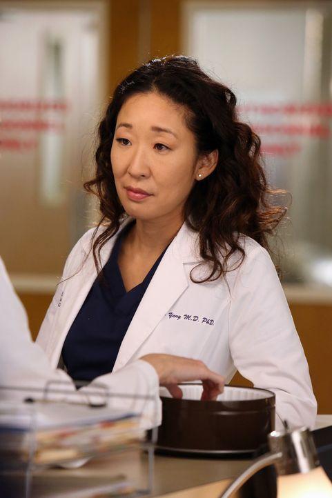 Cristina (Sandra Oh) und Meredith unterhalten sich über Cristinas aktuellen Beziehungsstatus mit Owen, denn die beiden nähern sich offenbar seit i... - Bildquelle: ABC Studios