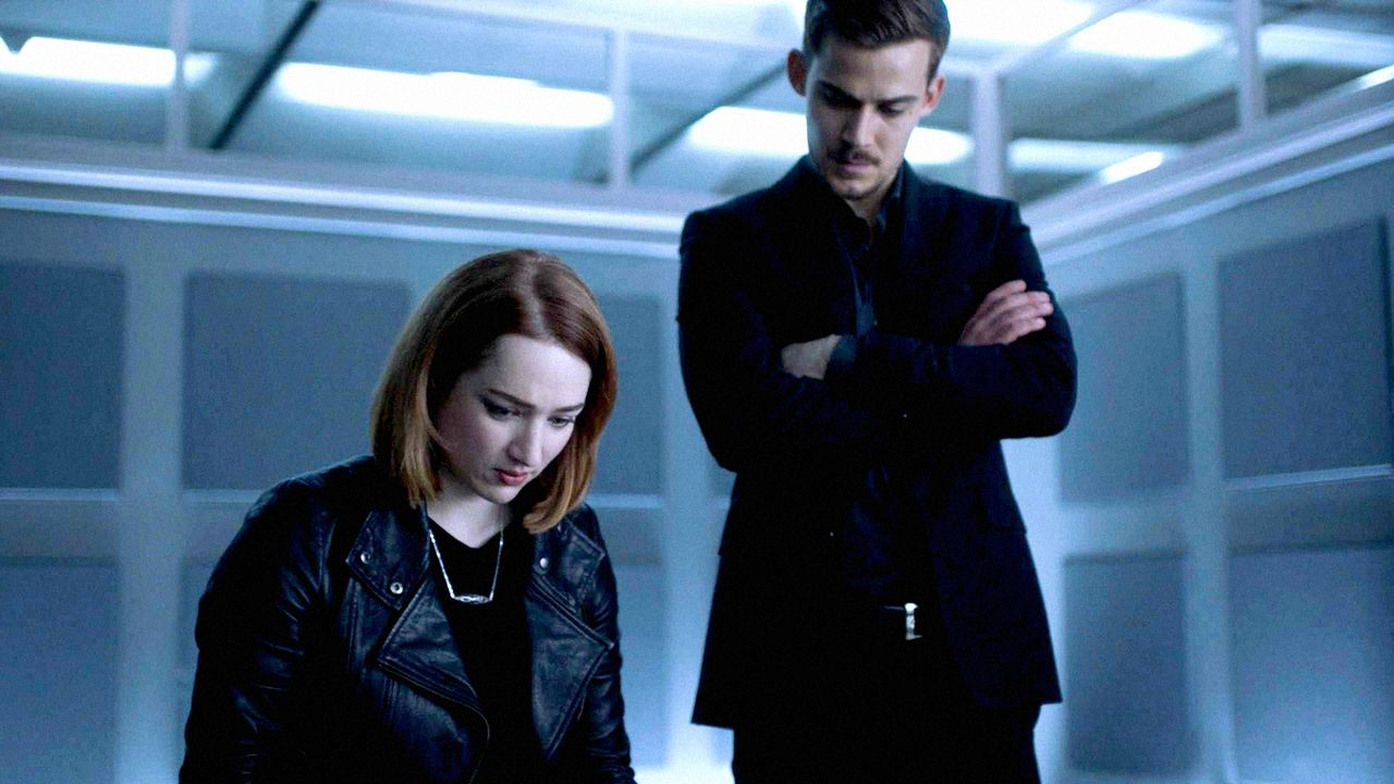 Jamie (Kristen Connolly, l.) will Logan (Josh Salatin, r.) ihre Unschuld beweisen. Gelingt ihr dies? - Bildquelle: 2017 CBS Broadcasting, Inc. All Rights Reserved