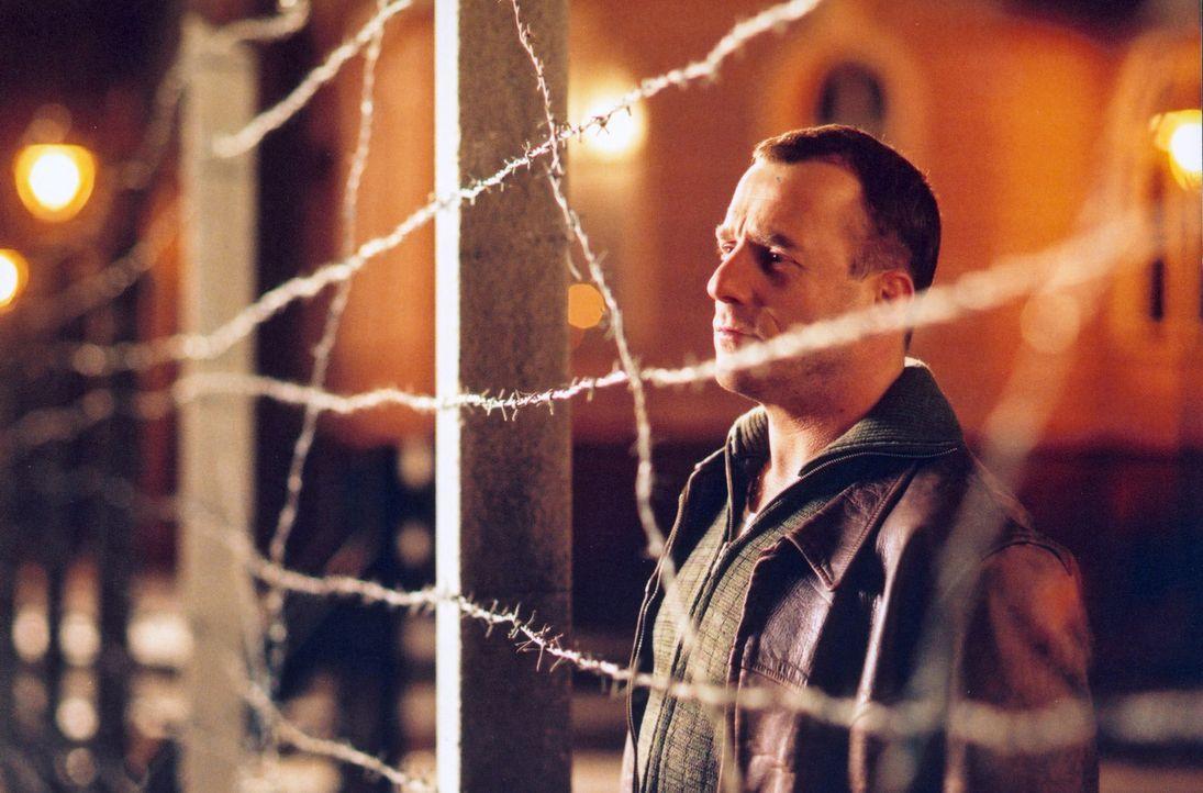 Harry Melchior (Heino Ferch) ist die Flucht in den Westen gelungen, aber was wird aus seiner Schwester und ihrer Familie, die er zurücklassen musste? - Bildquelle: Sat.1