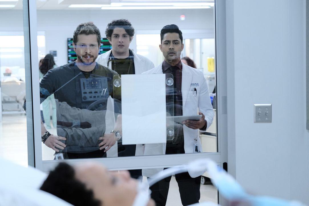 (v.l.n.r.) Dr. Conrad Hawkins (Matt Czuchry); Ezra Dreyfuss (Eli Gelb); Dr. Devon Pravesh (Manish Dayal) - Bildquelle: Guy D'Alema 2019-2020 Twentieth Century Fox Film Corporation.  All rights reserved. / Guy D'Alema