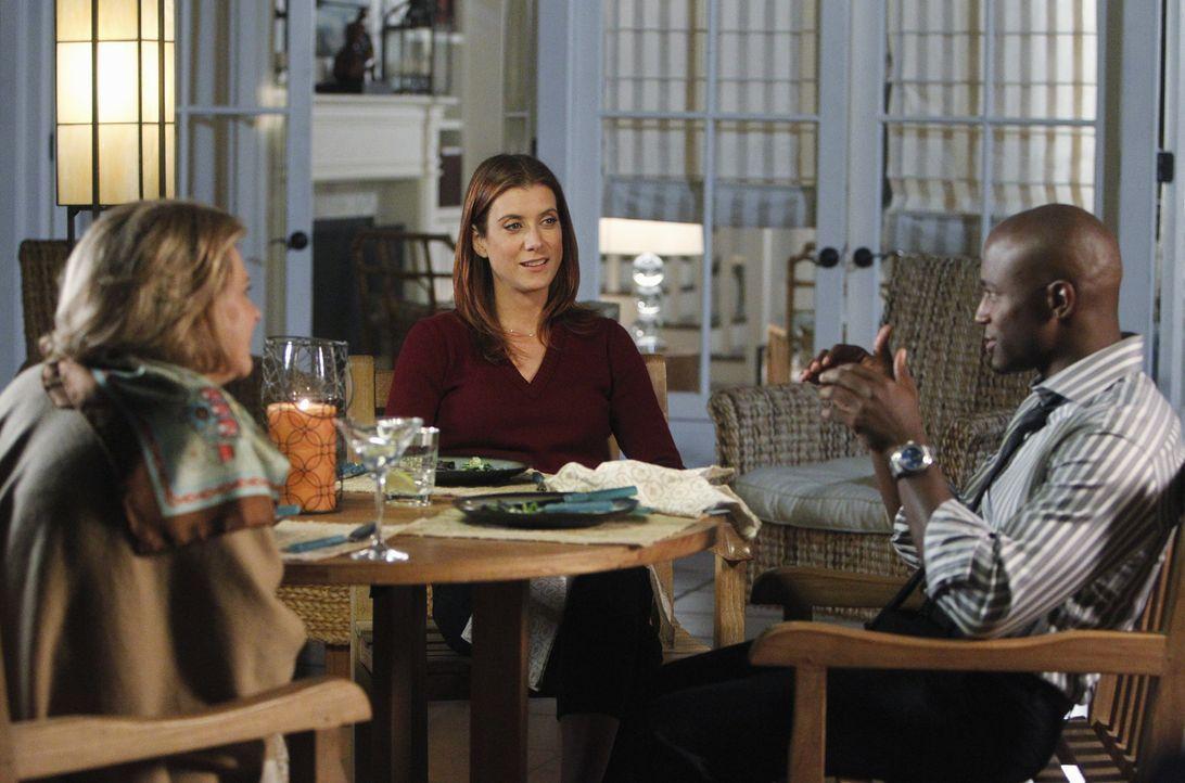 Addison (Kate Walsh, M.) operiert an Susan und bekommt dabei moralische Unterstützung von Dr. Rodriguez. Dabei findet Addison heraus, dass der Kreb... - Bildquelle: ABC Studios