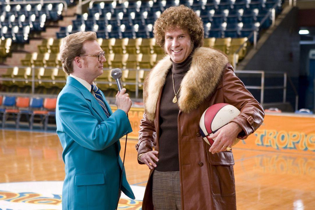 Noch ahnt Dick Pepperfield (Andrew Daly, l.) nicht, dass der Basketball besessene Sänger Jackie Moon (Will Ferrell, r.) nicht nur größenwahnsinni... - Bildquelle: 2008 Warner Brothers