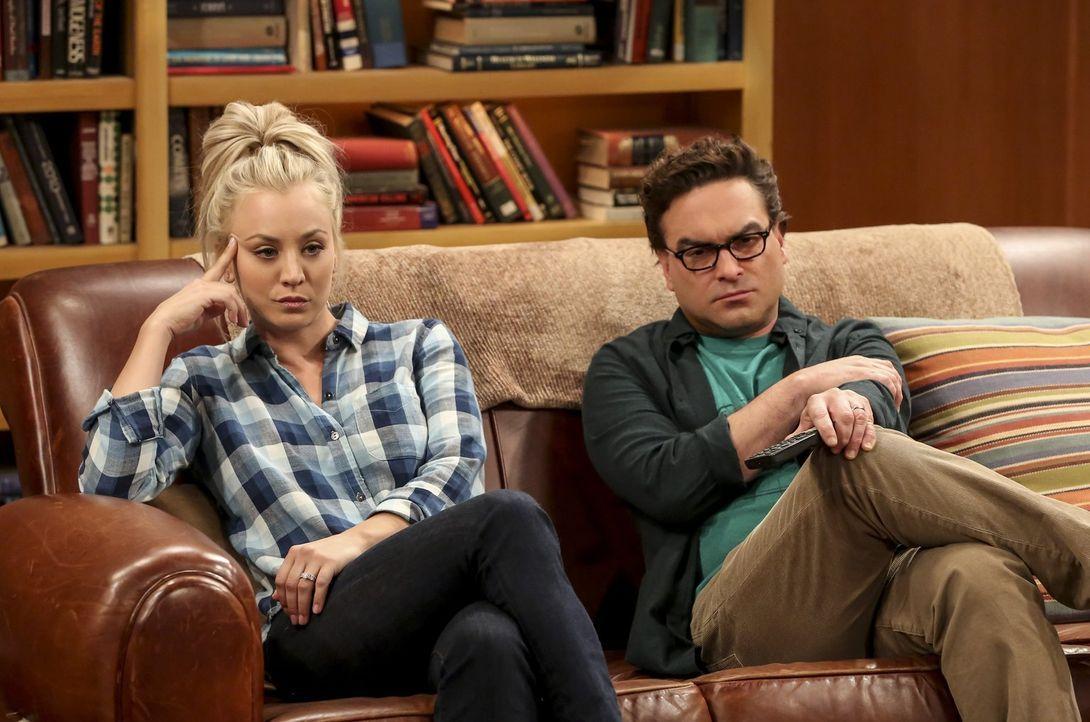 Sheldon hofft, mit Pennys (Kaley Cuoco, l.) Hilfe eine wichtige Entscheidung fällen zu können, doch dann macht ihm ausgerechnet Leonard (Johnny Gale... - Bildquelle: Warner Bros. Television
