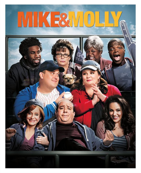(5. Staffel) - MIKE & MOLLY: Samuel (Nyambi Nyambi, hinten l.), Carl (Reno Wilson, hinten r.), Peggy (Rondi Reed, hinten 2.v.l.), Grandma (Cleo King... - Bildquelle: Warner Brothers