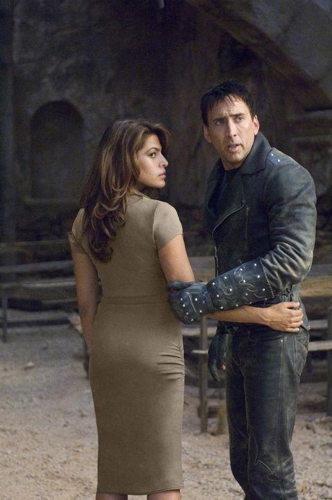 Vor Jahren hat Johnny (Nicolas Cage, r.) seine Seele an den Teufel verkauft und sich deshalb von seiner großen Liebe (Eva Mendes, l.) getrennt. Da... - Bildquelle: 2007 CPT Holdings, Inc. All Rights Reserved. (Sony Pictures Television International)
