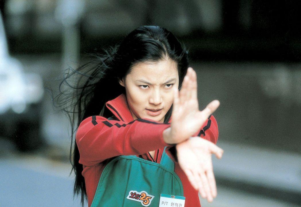 Zeigt Sang-hwan, wie man sich für den ultimativen Kampf gegen das Böse rüstet: Wi-jin (So-yi Yoon) ... - Bildquelle: Splendid