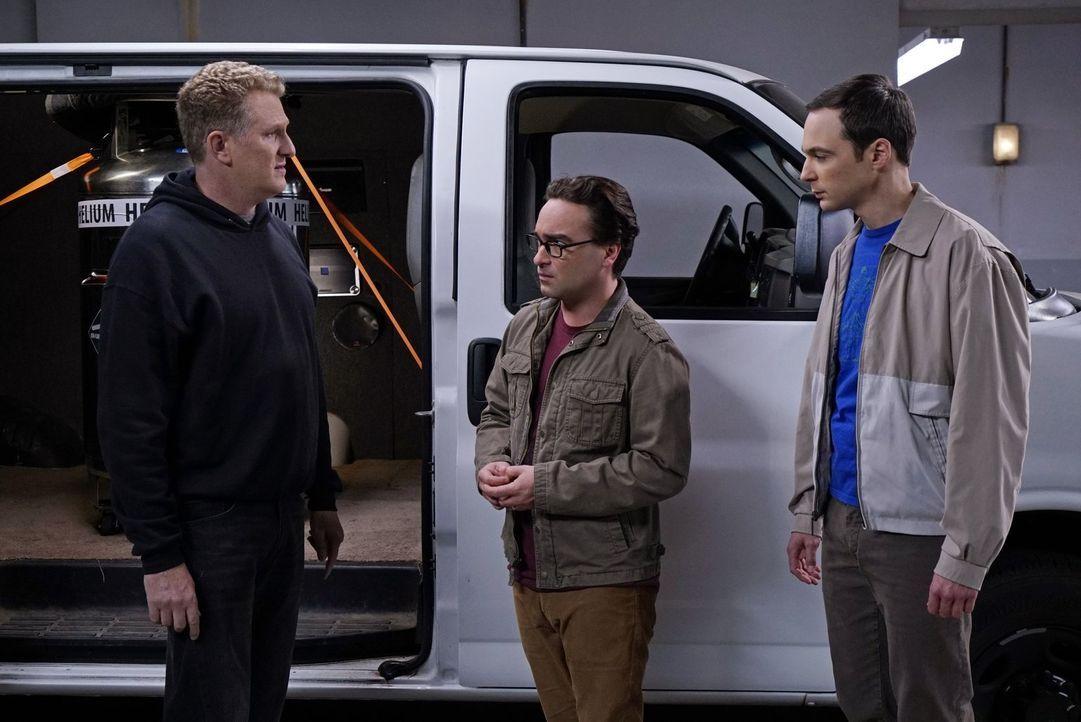 Sheldon (Jim Parsons, r.) und Leonard (Johnny Galecki, M.) müssen irgendwie an Helium rankommen, um ihre Superfluid-Helium-Theorie zu beweisen, bevo... - Bildquelle: 2015 Warner Brothers