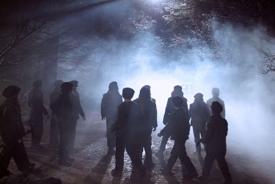 Wollen sich rächen: Kinder, die Anfang des Jahrhunderts zu ausbeuterischen Bedingungen in einem Bergwerk arbeiten mussten und dort verschüttet wur... - Bildquelle: Nu Image Films