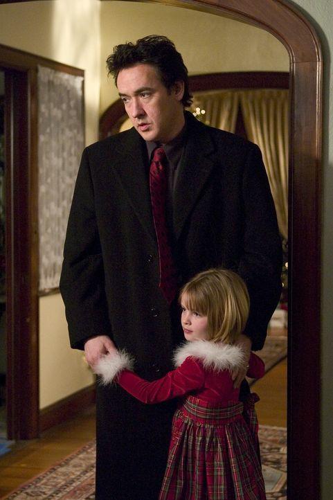Charlie Arglist (John Cusack, l.), ein gutmütiger Mafiaanwalt aus der Provinz, hat genug von seiner eiskalten Ehefrau, den unfreundlichen Kindern un... - Bildquelle: 2005 Focus Features LLC. All Rights Reserved.