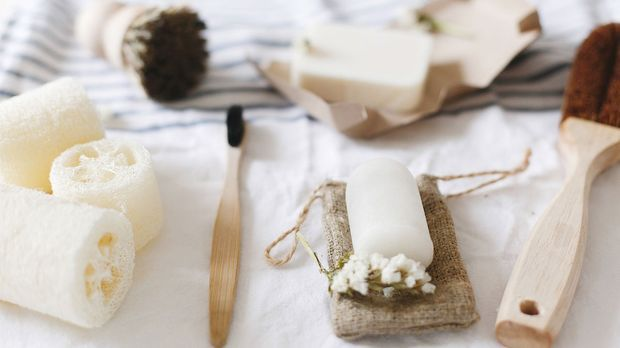 Welche wasserlosen Pflege- und Kosmetikprodukte gibt es und was sind die Vort...