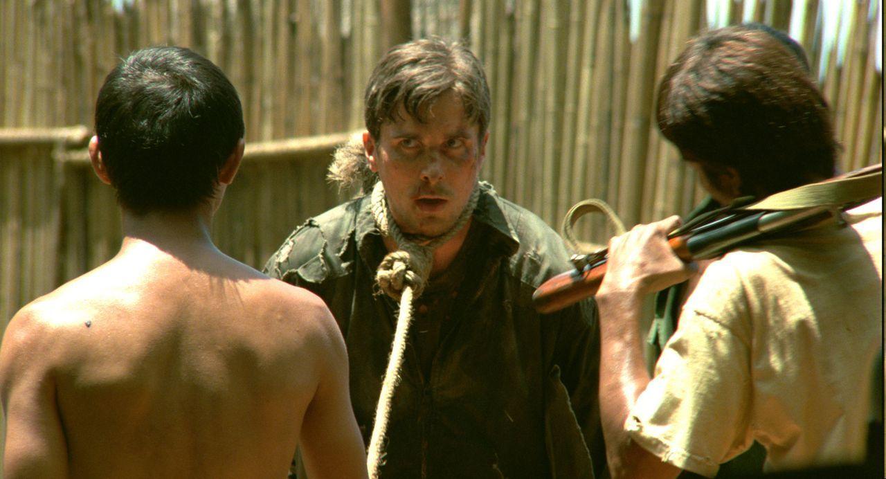 Als Gefangener auf Laos kommt der amerikanische Militärpilot Dieter Dengler (Christian Bale, M.) an seine Grenzen ... - Bildquelle: 2006 Top Gun Productions, LLC. All Rights Reserved.