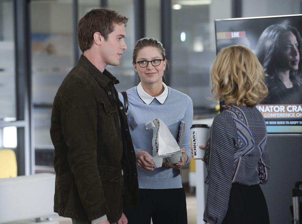 Während Kara (Melissa Benoist, M.) versucht, Hank alias J'onn J'onzz dabei zu helfen, ein außerirdisches Wesens namens White Martian zu besiegen, de... - Bildquelle: 2015 Warner Bros. Entertainment, Inc.