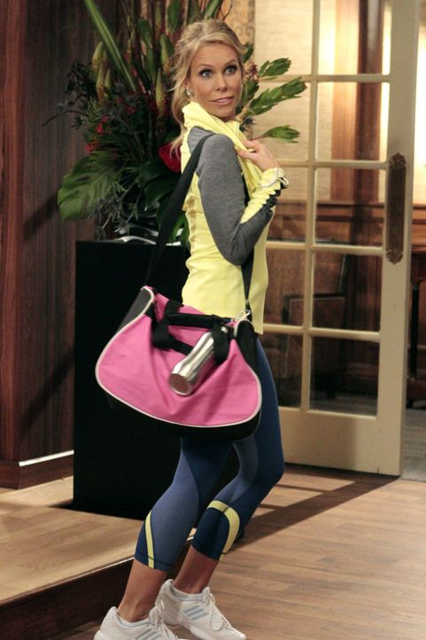 Während Dallas (Cheryl Hines) schlecht auf eine kosmetische Behandlung reagiert, durchkreuzt Sheilas Mutter Gam Gam ihre Valentins-Tangopläne ... - Bildquelle: Warner Brothers