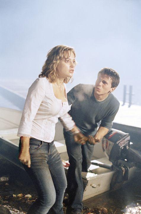 Müssen sich mit entfesselten Monstern herumärgern: Will (Jason Ritter, r.) und Lori (Monica Keena, l.) ... - Bildquelle: Warner Bros. Pictures