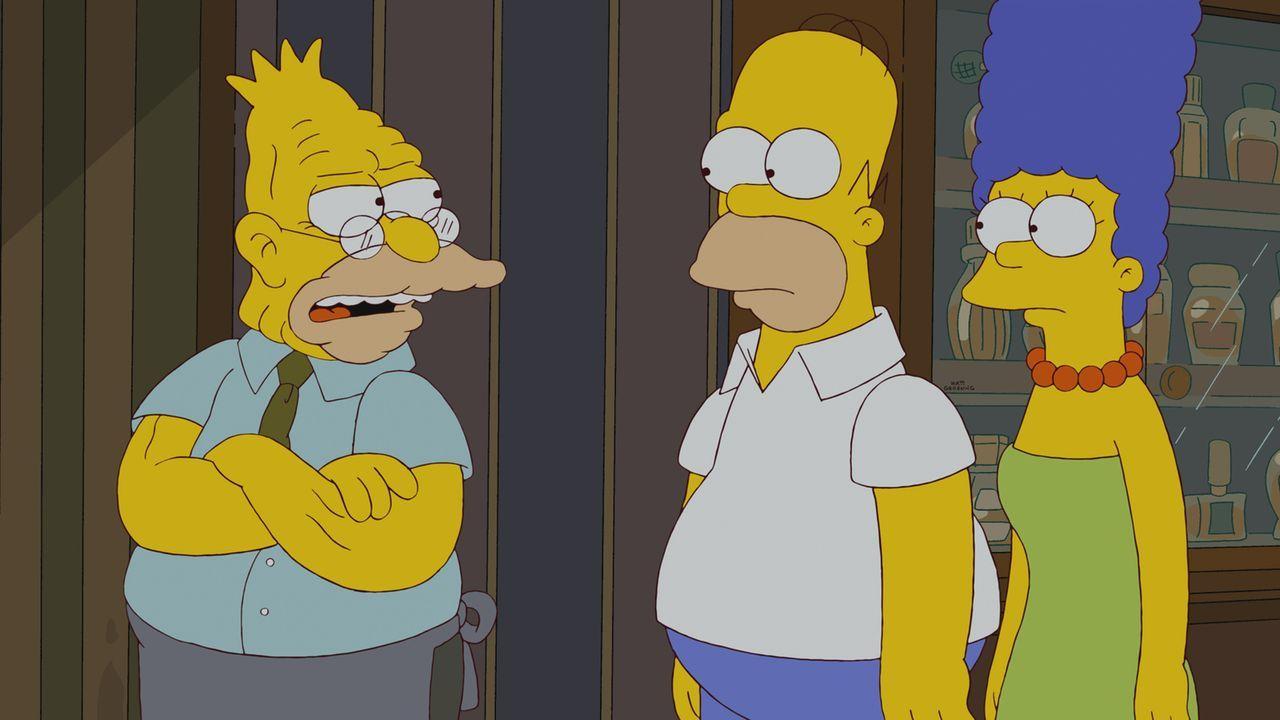 Grampa (l.) verschwindet aus seinem Altersheim. Während Homer (M.) und Marge (r.) verzweifelt versuchen, ihn zu finden, folgen sie Hinweisen, die Ge... - Bildquelle: und TM Twentieth Century Fox Film Corporation - Alle Rechte vorbehalten