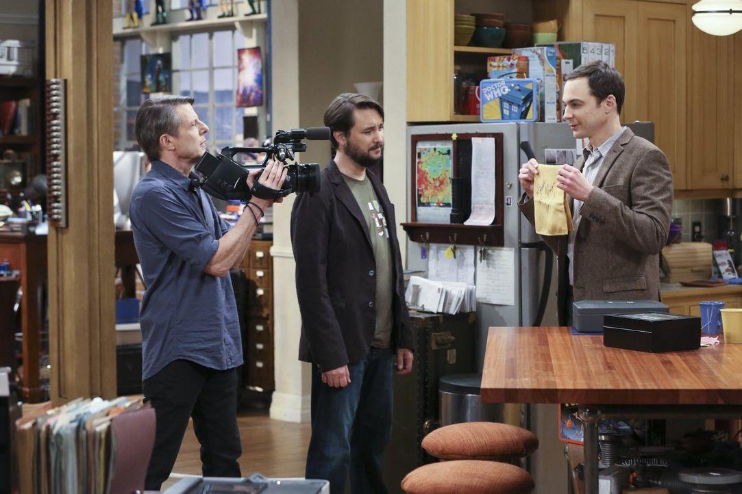 Ein Traum wird wahr: Endlich kann Sheldon (Jim Parsons, r.) sein Wissen über Star Trek mit dem Rest der Menschheit teilen. Er darf mit Wil Wheaton (... - Bildquelle: 2015 Warner Brothers