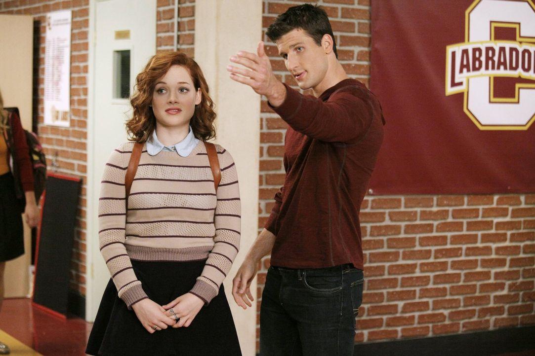 Ryan (Parker Young, r.) möchte seiner neuen Freundin Tessa (Jane Levy, l.) zeigen, was ab jetzt ihre Aufgaben sind. Die ist aber gar nicht begeister... - Bildquelle: Warner Brothers