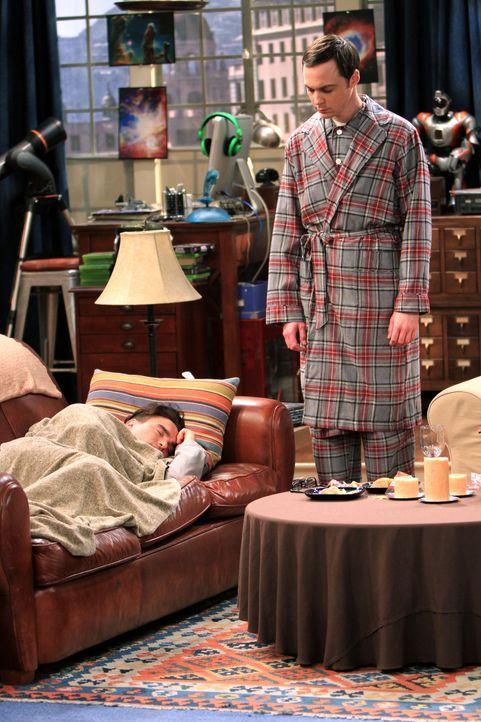 Was ist bei Sheldon (Jim Parsons, r.) und Leonard (Johnny Galecki, l.) nur los? - Bildquelle: Warner Bros. Television