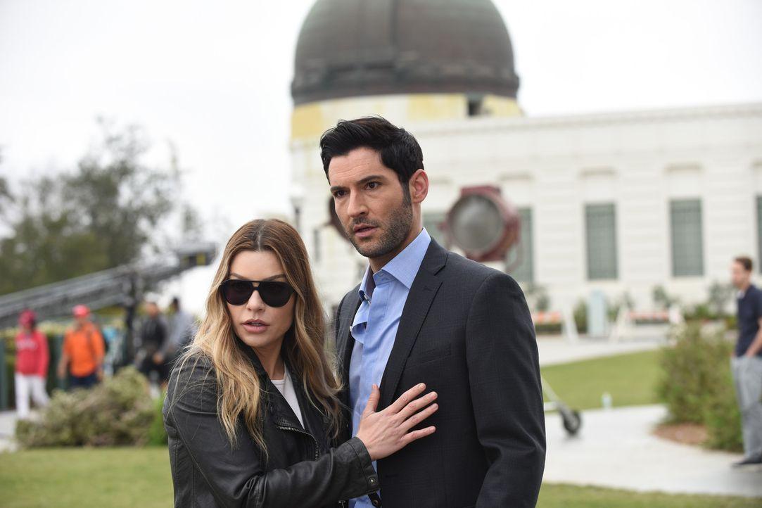 Chloe (Lauren German, l.); Lucifer (Tom Ellis, r.) - Bildquelle: 2017 Fox Broadcasting Co.
