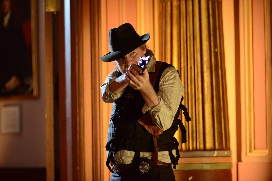Im Kampf gegen das Böse: Bullock (Donal Logue) ... - Bildquelle: Warner Brothers