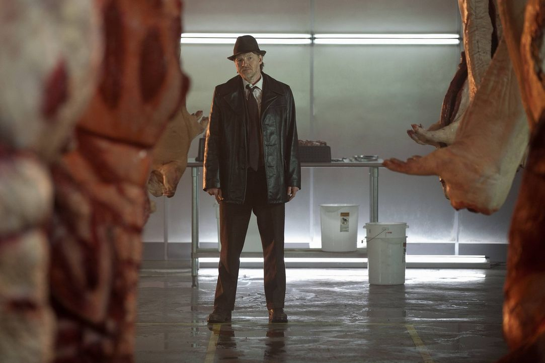 Detective Harvey Bullock (Donal Logue) ermittelt mit James Gordon im Mordfall von Thomas und Martha Wayne. Doch ist Harvey wirklich auf der guten Se... - Bildquelle: Warner Bros. Entertainment, Inc.