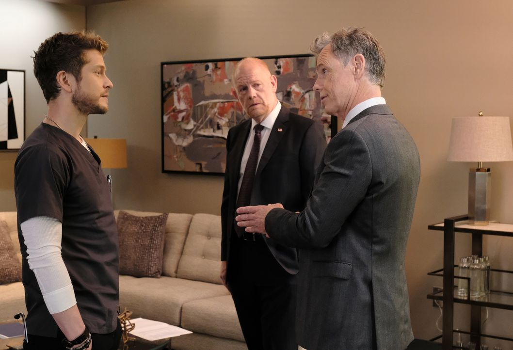 (v.l.n.r.) Dr. Conrad Hawkins (Matt Czuchry); Marshall Winthrop (Glenn Morshower); Randolph Bell (Bruce Greenwood) - Bildquelle: Guy D'Alema 2018-2019 Twentieth Century Fox Film Corporation. All rights reserved. / Guy D'Alema