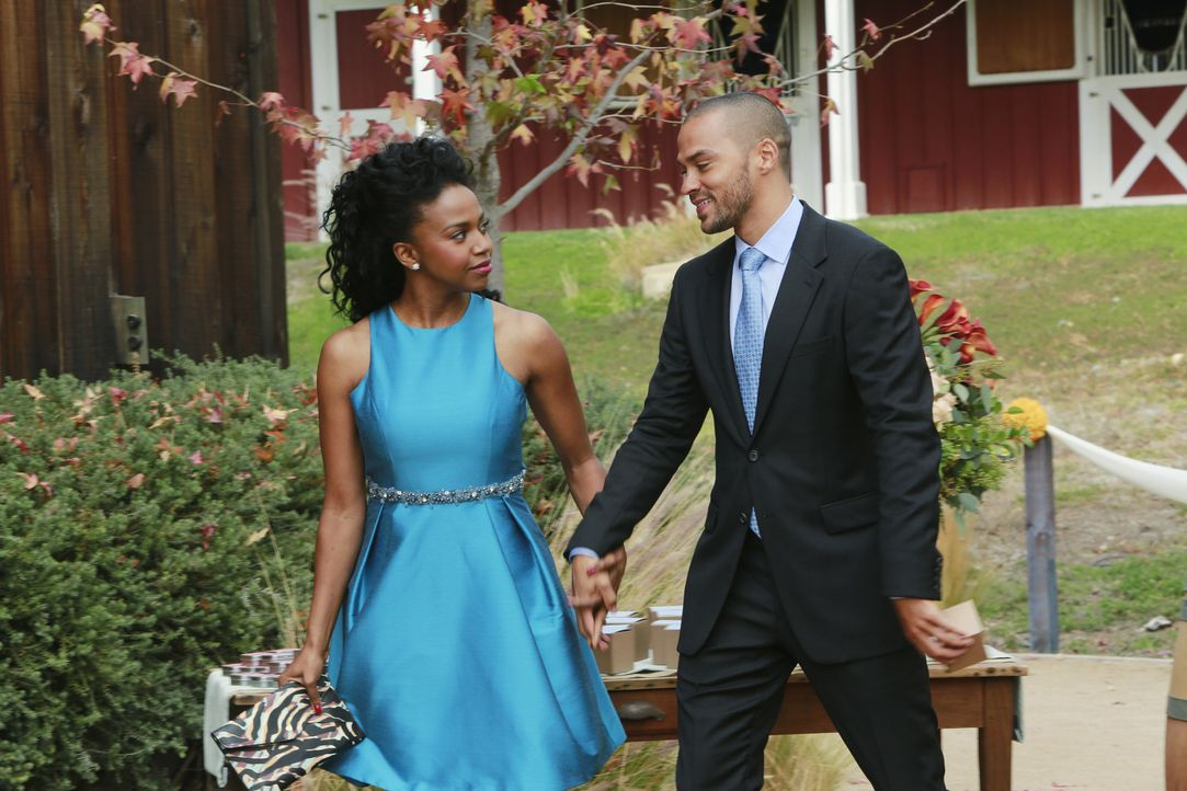 Während der Trauung erkennt Jackson (Jesse Williams, r.) für wen sein Herz tatsächlich schlägt - und dies ist nicht Stephanie (Jerrika Hinton, l.) .... - Bildquelle: Ron Tom 2013 American Broadcasting Companies, Inc. All rights reserved.