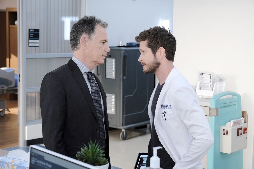 Dr. Randolph Bell (Bruce Greenwood, l.); Dr. Conrad Hawkins (Matt Czuchry, r.) - Bildquelle: Guy D'Alema 2019-2020 Twentieth Century Fox Film Corporation.  All rights reserved. / Guy D'Alema
