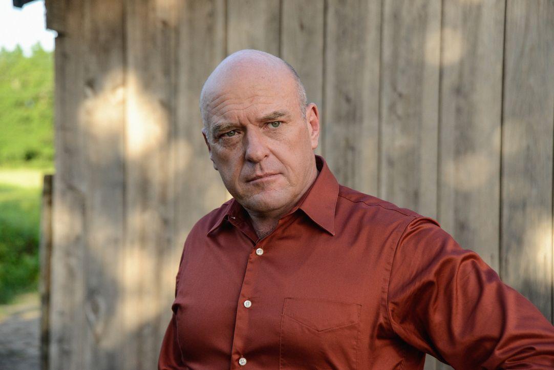 Versucht alles, um sein Geheimnis zu verbergen: Big Jim (Dean Norris) ... - Bildquelle: 2013 CBS Broadcasting Inc. All Rights Reserved