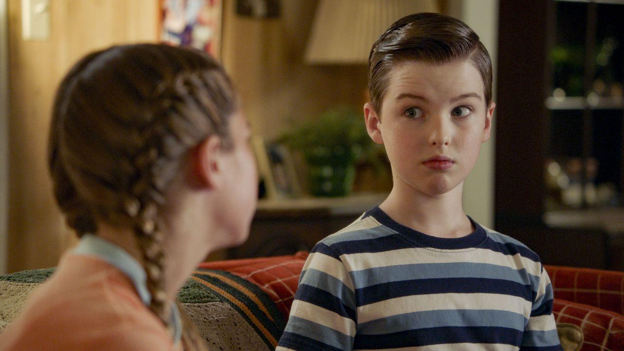 Missy Cooper (Raegan Revord, l.); Sheldon Cooper (Iain Armitage, r.) - Bildquelle: 2020 Warner Bros. Entertainment Inc. All Rights Reserved
