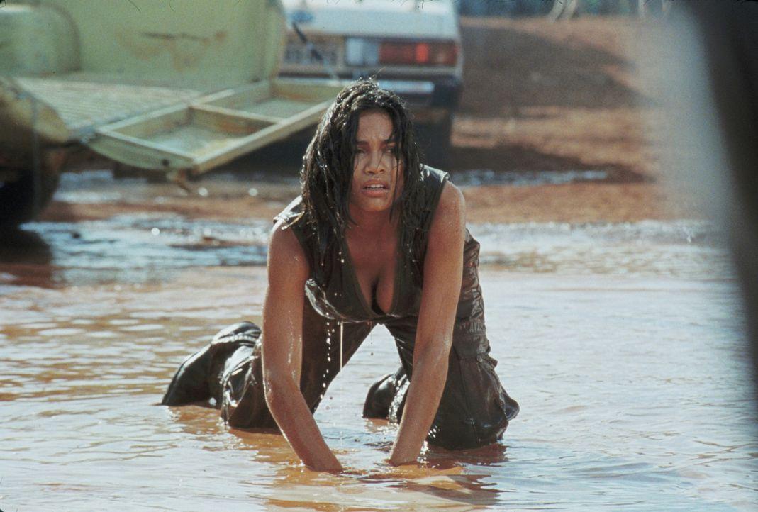 Eigentlich ist Mariana (Rosario Dawson) hinter dem Schatz her, doch als sie feststellt, dass sie alleine keine Chance hat, schließt sie sich mit Be... - Bildquelle: 2004 Sony Pictures Television International. All Rights Reserved.