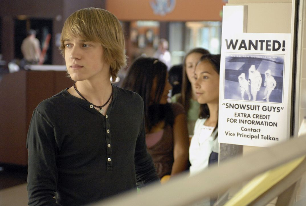 Die Geheimagenten der Regierung jagen hinter ihnen her, doch Virgil (Jason Dolley) und seine Freunde geben ihr Geheimnis noch nicht preis ... - Bildquelle: 2007 Disney Channel