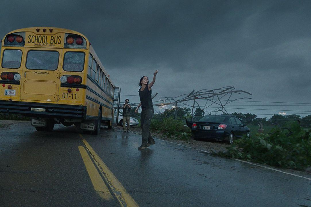 Ganz Silverton wird durch einen unberechenbaren Wirbelsturm lahmgelegt. Doch Tornado-Jägerin Allison (Sarah Wayne Callies) weiß, dass das gerade ers... - Bildquelle: 2014   Warner Bros.