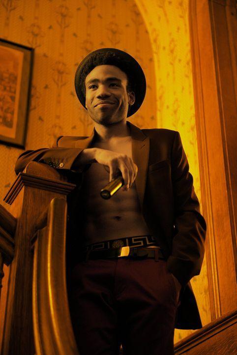Verdreht mit einer ganz besonderen Show den Frauen den Kopf: Andre (Donald Glover) ... - Bildquelle: Warner Bros.