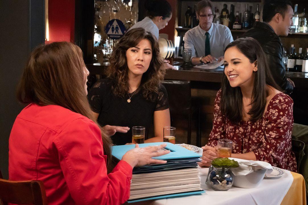 (v.l.n.r.) Gina Linetti (Chelsea Peretti); Rosa Diaz (Stephanie Beatriz); Amy Santiago (Melissa Fumero) - Bildquelle: Vivian Zink 2019 UNIVERSAL TELEVISION LLC. All rights reserved. / Vivian Zink