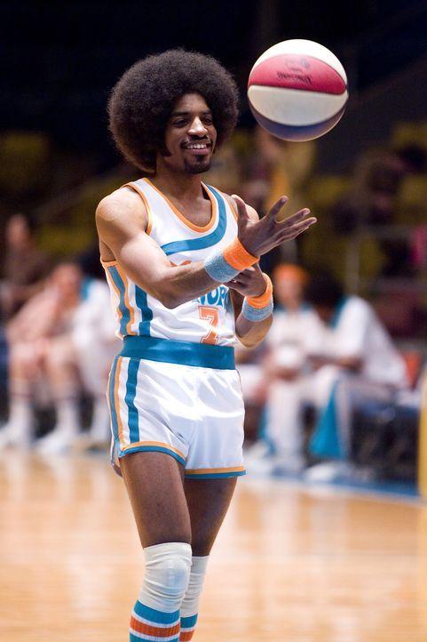Ist ein großes Talent: Doch ob Clarence (Andre Benjamin) bei seinem chaotischen Trainer eine echte Chance hat, dies zu zeigen, ist eher ungewiss ... - Bildquelle: 2008 Warner Brothers