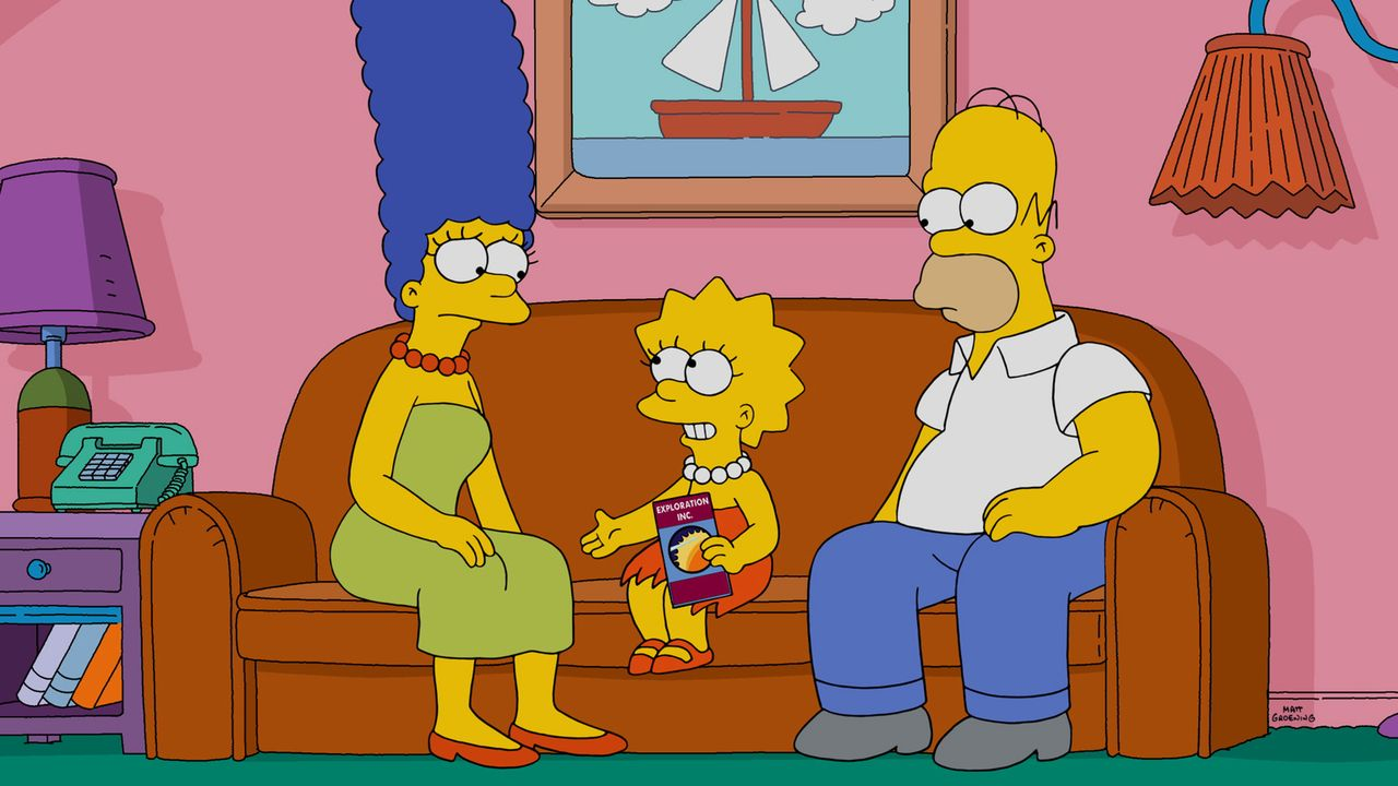 Lisa (M.) meldet sich freiwillig für eine zukünftige One-Way-Reise zum Mars, was Marge (l.) und Homer (r.) natürlich nicht gefällt. Eine Idee muss h... - Bildquelle: 2015 Fox and its related entities.  All rights reserved.