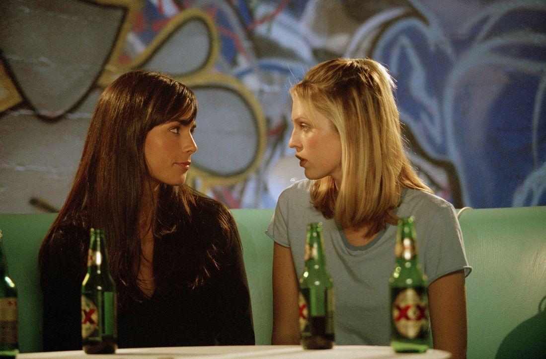 Während einer überaus heiklen Mission wird Amy (Sara Foster, r.) von Lucy Diamond (Jordana Brewster, l.) entführt - und dann verliebt sie sich au... - Bildquelle: Copyright   2005 Screen Gems, Inc. All Rights Reserved.