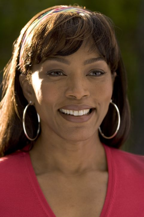 Tanya (Angela Bassett), Akeelahs Mutter, weiß nicht, dass sich ihre Tochter heimlich bei zahlreichen Buchstabierwettbewerben angemeldet hat ... - Bildquelle: Copyright   2006 Lions Gate Films Inc. and 2929 Productions LLC. All Rights Reserved.